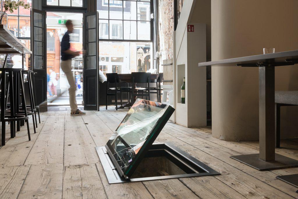 glazen-vloerluiken-elektrisch-restaurant